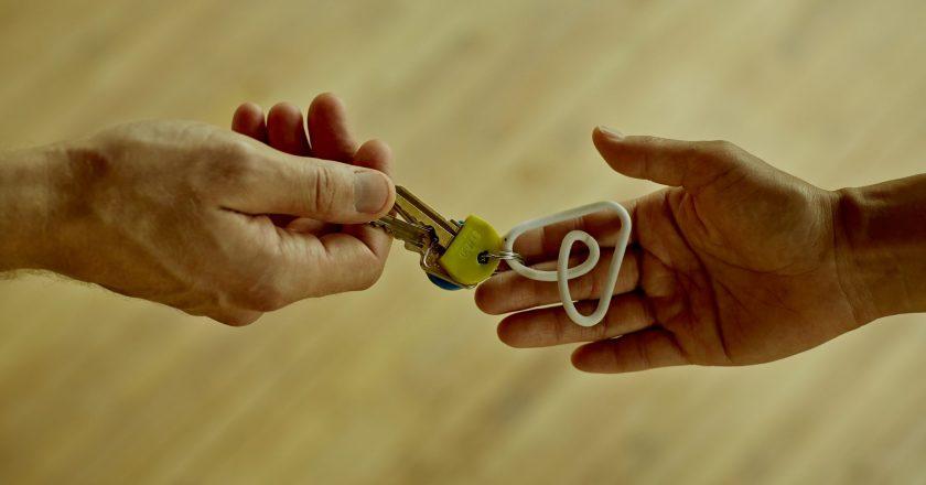Airbnb 20.000 Αφγανούς πρόσφυγες